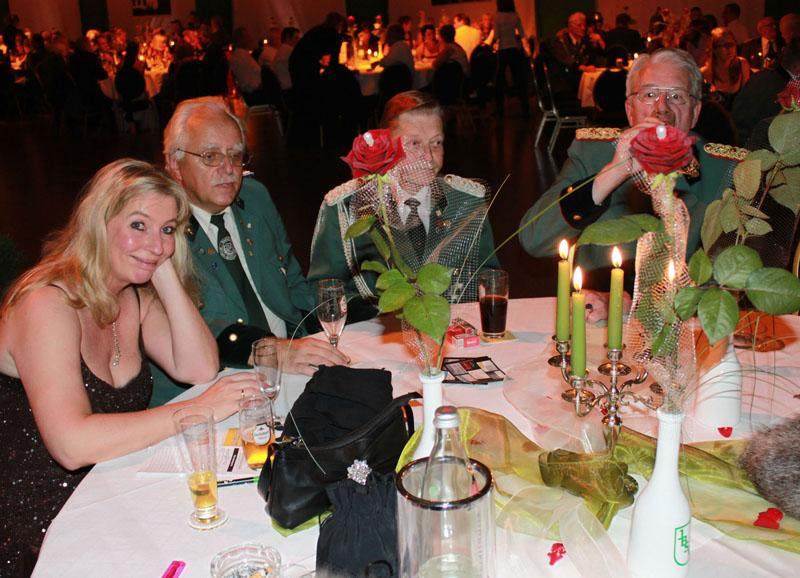 http://www.ibsv-zweite.de/fileadmin/2._Kompanie/Bilder/2010/Koenigsball/K%3Fnigsball-gr/IMG_9994.jpg