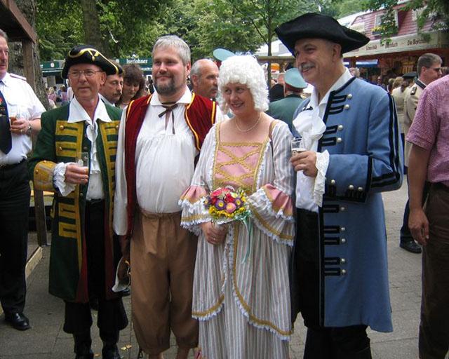 http://www.ibsv-zweite.de/fileadmin/2._Kompanie/Bilder/Schuetzenfest_2005/Schuetzenfest_2005-gross/a-bl10-073.jpg